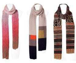 Также популярны снуды (шарфы - трубы, носящиеся как головной убор).