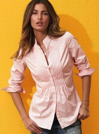 Возвращается мода 80-годов, когда носили блузы на запах пастельных тонов.  Если блуза с рукавами, то они должны...