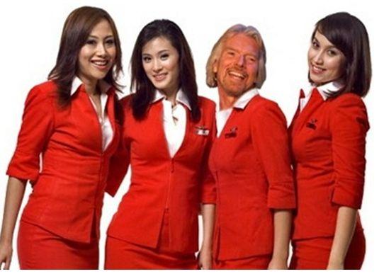 Миллиардер стал стюардессой