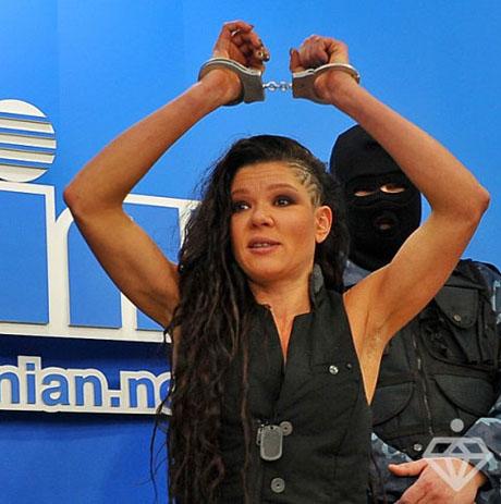 Мужу певицы Русланы не нравятся ее накаченные руки