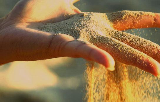 Посыпали песок летом ?