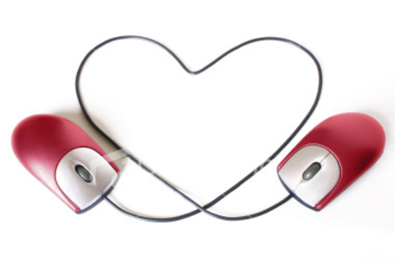 Какие плюсы и минусы любви по Интернету?