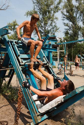 Суровый молодежный спорт на улицах Киева