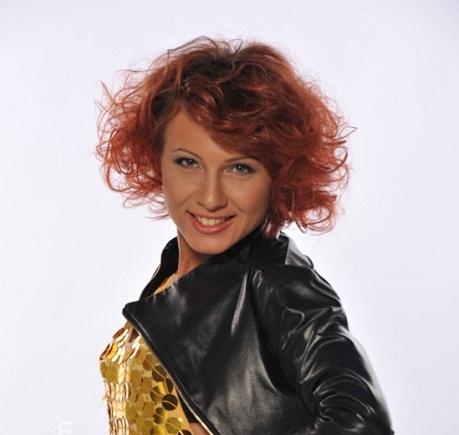 Ирина Крестинина дарит сережки
