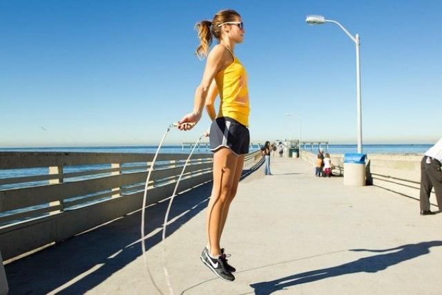 Упражнения для похудения. Прыжки со скакалкой