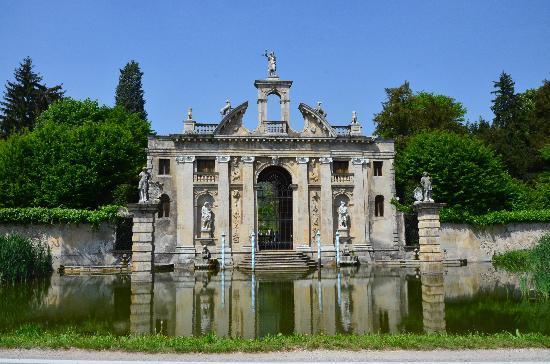 Сад Барбариго в Италии
