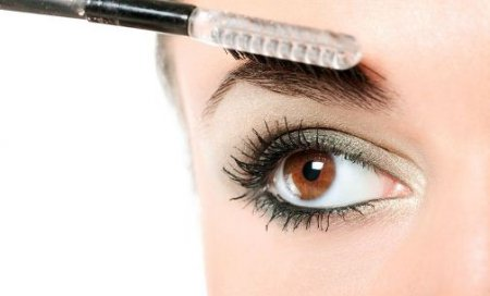 Как правильно красить брови при помощи карандаша
