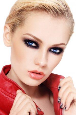 Как сделать дымчатый макияж: видео