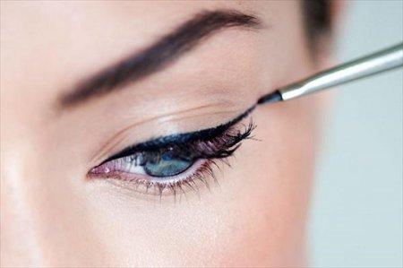 Как правильно рисовать стрелки на глазах: практические советы