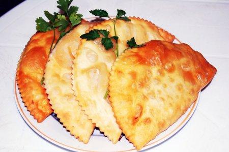 Как приготовить традиционные татарские чебуреки