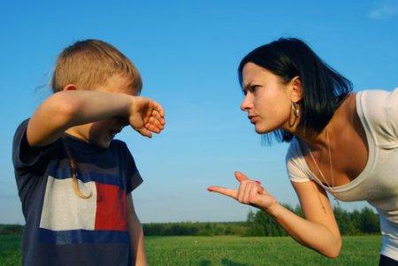 Воспитание ребенка. Можно ли шлепать своего малыша?