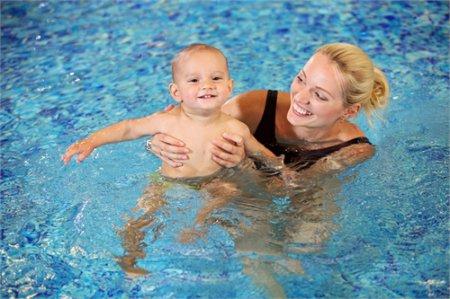Развитие ребенка. Поход в бассейн