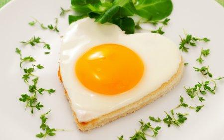 Как готовить яичницу: популярные рецепты