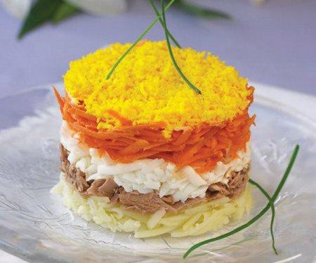 Как приготовить пикантный салат Мимоза: видео