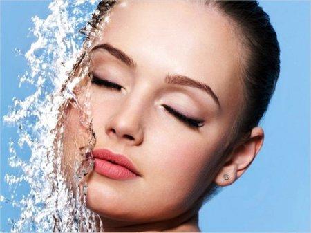 Рекомендации косметологов: ежедневный уход за кожей лица