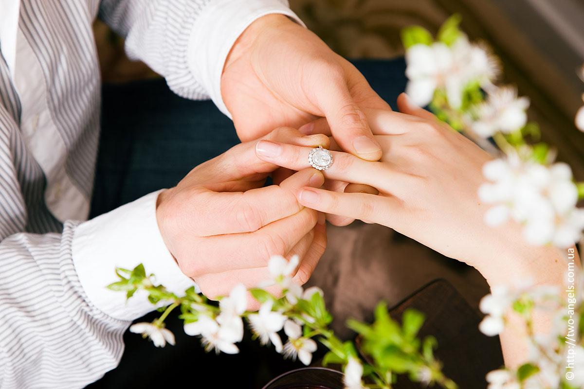 Как красиво девушке сделать предложения руки и сердца