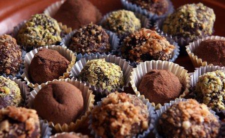 Как приготовить классические шоколадные трюфели: видео