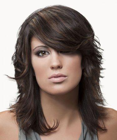 Стилисты назвали ТОП-5 причесок на волосы средней длины