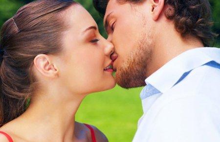 Как правильно целоваться: техника самого нежного поцелуя