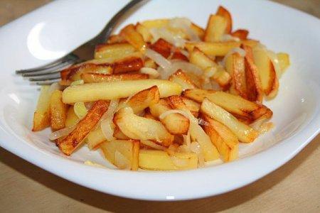 Як приготувати смажену картоплю: смачну і хрустку