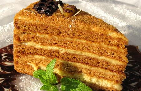 Смак дитинства: як готувати торт Рижик