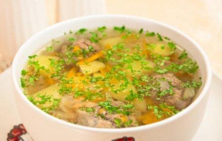Смачне перше блюдо: як приготувати суп з фрикадельками