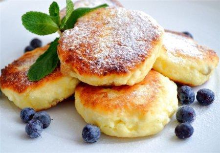 Ситний сніданок на швидку руку: як готувати сирники із сиру