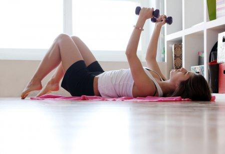 Как заниматься фитнесом дома, чтобы похудеть быстро: 10 советов