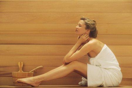 Красивая и гладкая кожа за 15 минут: медовая маска для тела в сауне