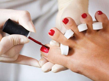 Робота з нігтями