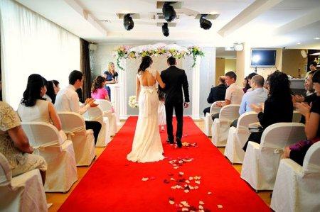 Проведення весілля на вищому рівні: як вибрати ведучого
