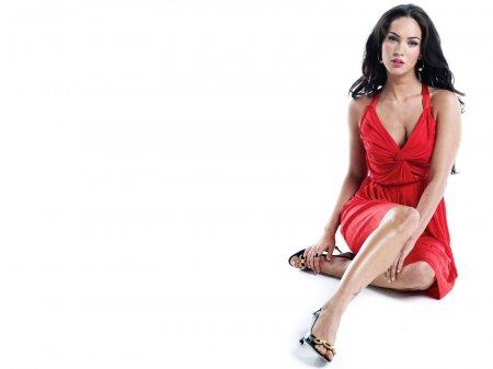 Макіяж під червоне плаття для брюнетки
