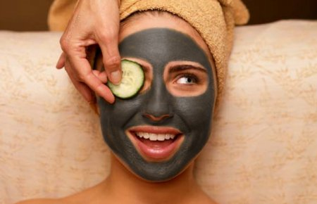 Прощаемся с целлюлитом навсегда: маска для тела из черной глины