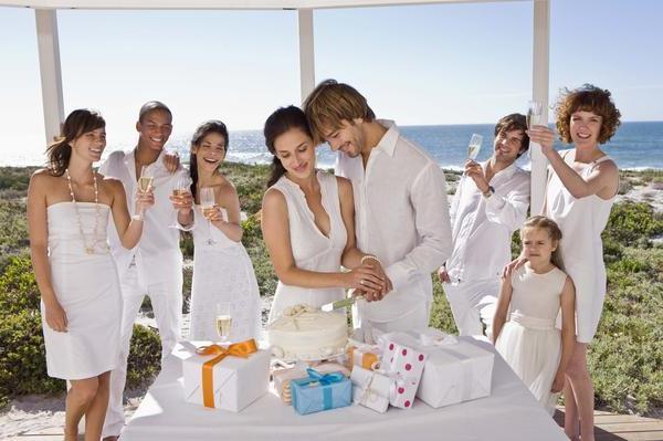 Що можна подарувати на весілля  ТОП ідей 72befe6d59aaa