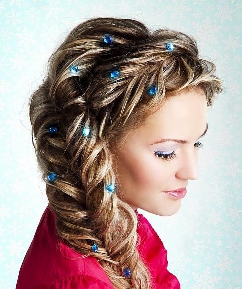 Красивая вечерняя прическа на длинные волосы