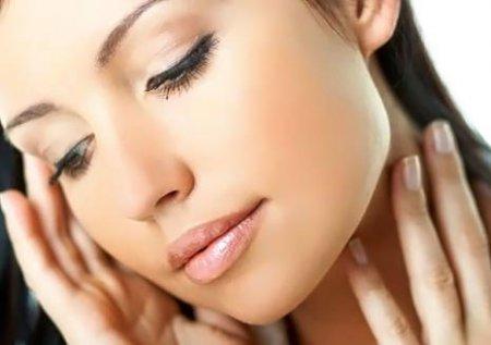 Избавляемся от черных точек за 15 минут: чистка лица белком