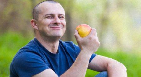Мнение диетологов: как правильно питаться мужчине, чтобы похудеть