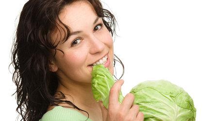 При выборе диеты каждая девушка желает, чтобы диета соответствовала следующим критериям: быстрая, эффективная, не затратная. К счастью, множество диет выполняют эти требования. Особое, почетное место занимает диета капустная. Она позволяет терять один килограмм в день. Кроме того, является весьма полезной для организма человека. Конечно же, как и при любой другой диете, вы будете чувствовать себя слегка уставшими и подавленными. Ведь капуста – продукт низкокалорийный. Если вы все-таки твердо решили устроить своему организму встряску и дать мощный толчок для долгого процесса похудения и достичь при этом совершенства, капустная диета определенно поможет вам в этом деле.
