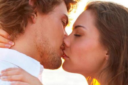 Как научиться целоваться с языком: 5 правил