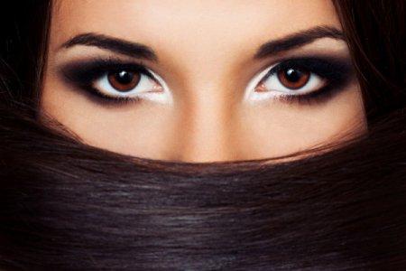 Визажисты рассказали, какой нужен макияж, чтобы делать глаза огромными