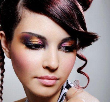 Як зробити макіяж для очей рідкими тінями, якщо ви – новачок?
