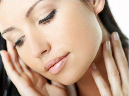 Косметологи розповіли яка чистка обличчя краще