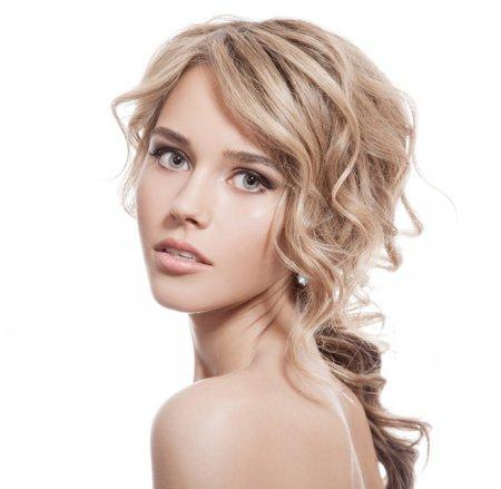 ТОП-4 красивых причесок на средние волосы
