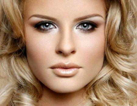 Макіяж для блондинок з блакитними очима: як зробити за 10 хвилин