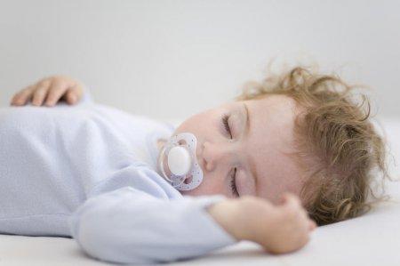 Як навчити дитину 7 місяців засинати самостійно