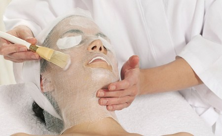 Ніжна і гладка шкіра за 10 хвилин: як зробити маску для обличчя з парафіну