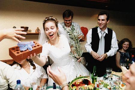 Жартівливі подарунки на весілля