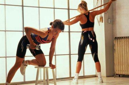 фітнес вправи з гімнастичною палицею