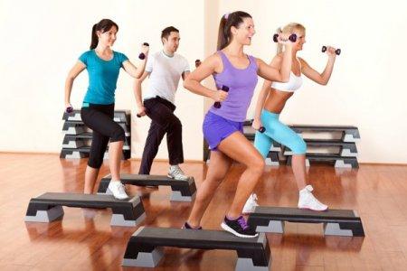 Степ аэробика: что дает, плюсы и минусы упражнений