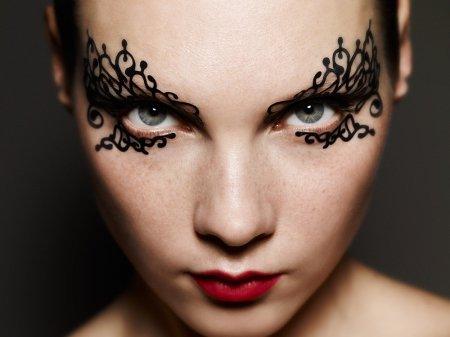 Як зробити макіяж на Хеллоуїн
